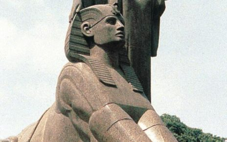 Mahmoud Moukhtar: Egypt wakes up. 1919-1928. Granite sculpture.