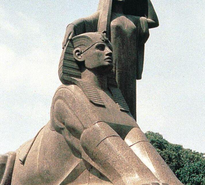 Mahmoud Moukhtar: Egypt wakes up. 1919-1928. Granite sculpture.
